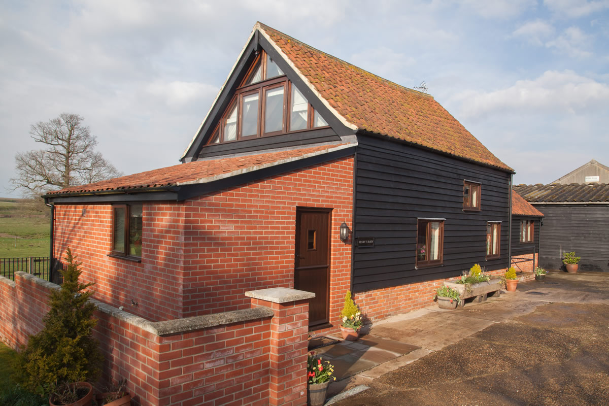 Old Hall Farm   Self Catering Holiday Barns in Suffolk